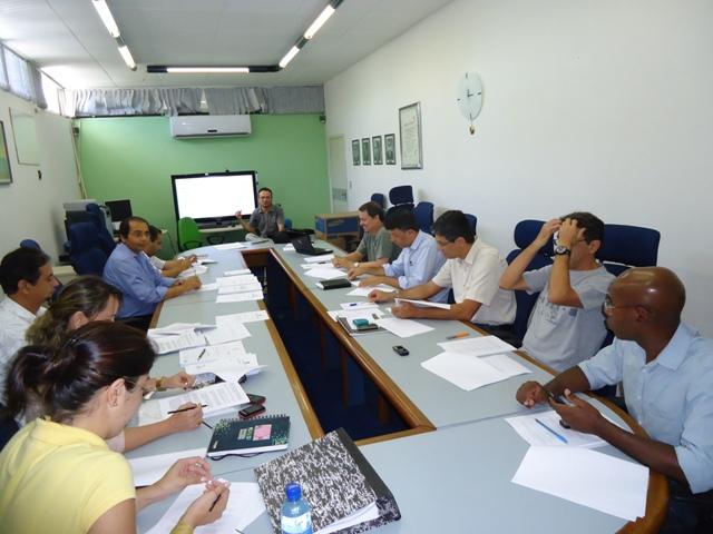 Comissão se reúne para definir carga horária de profissionais que atuam na EAD