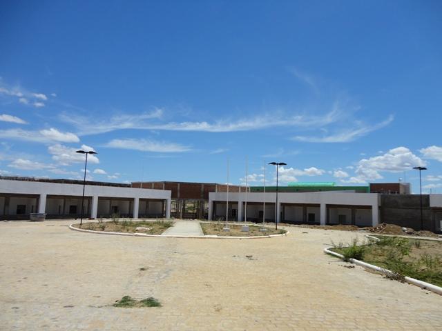 Construção de bloco acadêmico e administrativo movimenta Patos