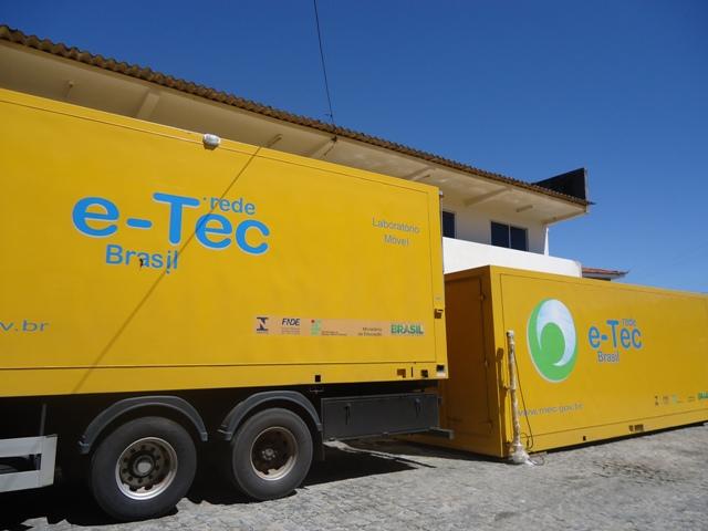 IFPB recebe laboratório móvel para as aulas da EAD