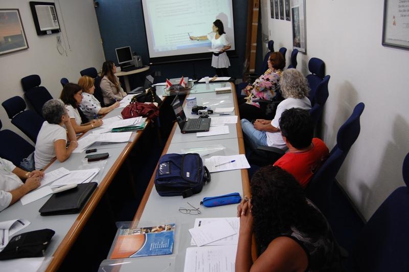 Professora canadense ministra capacitação para facilitadores do Projeto Mulheres Mil da Paraíba