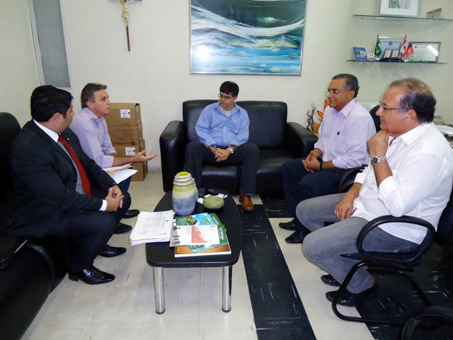 Reitor recebe prefeito de Pedras de Fogo